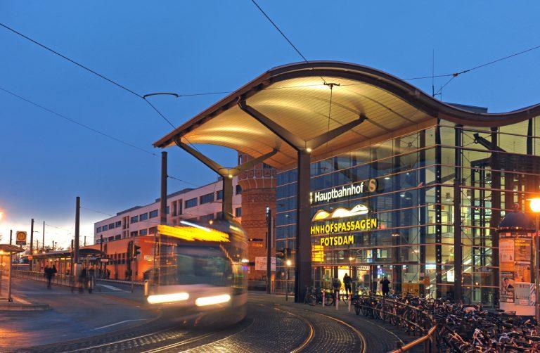 Potsdamer Bahnhof bei Nacht (Foto: Deutsche Bahn)