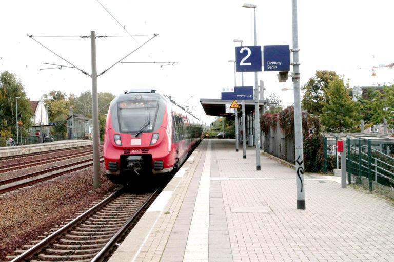 Einfahrt Regionalbahn in den Bahnhof Falkensee, Foto VBB