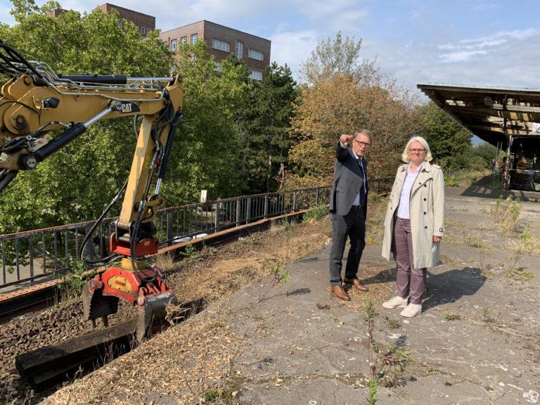 Senatorin Günther (SenUVK) und Ronald Pofalla Vorstand Infrastruktur der Deutschen Bahn) besichtigen die Baustelle, Foto Deutsche Bahn