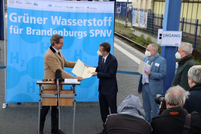Bescheidübergabe_BMVI_Andreas_Scheuer (BMVI)